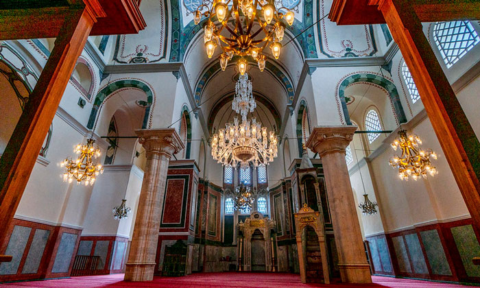 Внутри мечети муллы Зейрек Стамбула