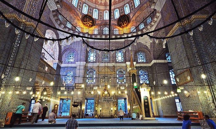 Интерьер Новой мечети Стамбула
