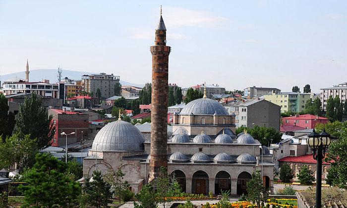 Мечеть Evliya в Карсе