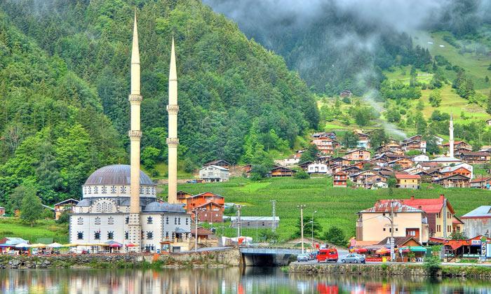 Мечеть у озера Узунгёль