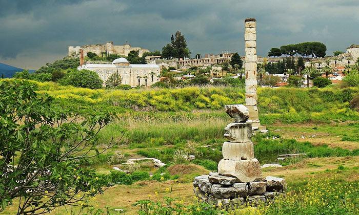 Руины храма Артемисион в Сельчуке