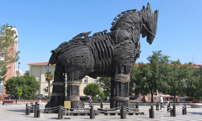 Троянский конь (фильм «Троя») в Чанаккале