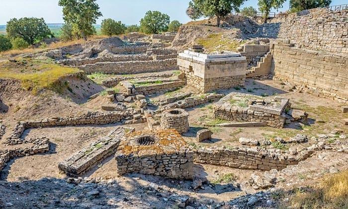 Античные руины Трои