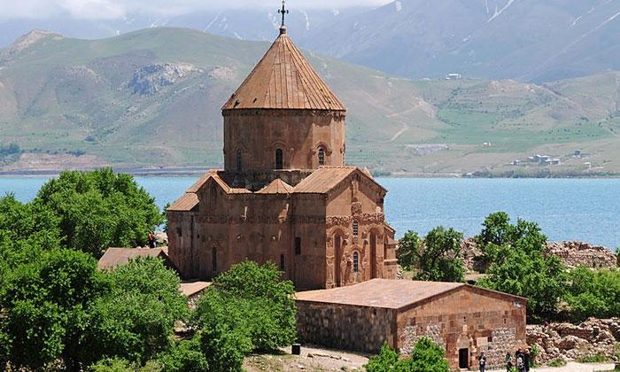 Армянская церковь Акдамар в Ване