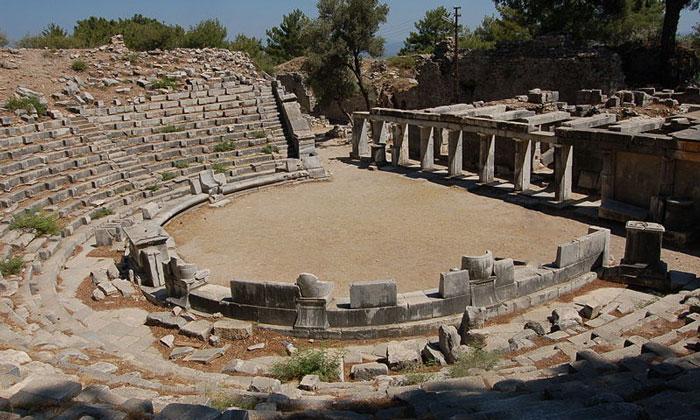 Амфитеатр Приены