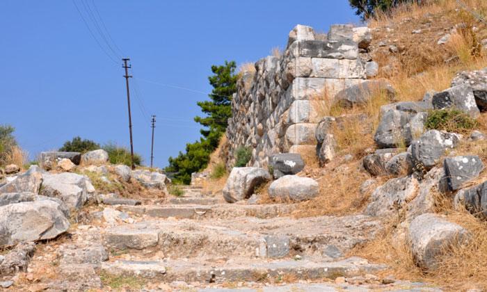 Остатки городских стен Приены