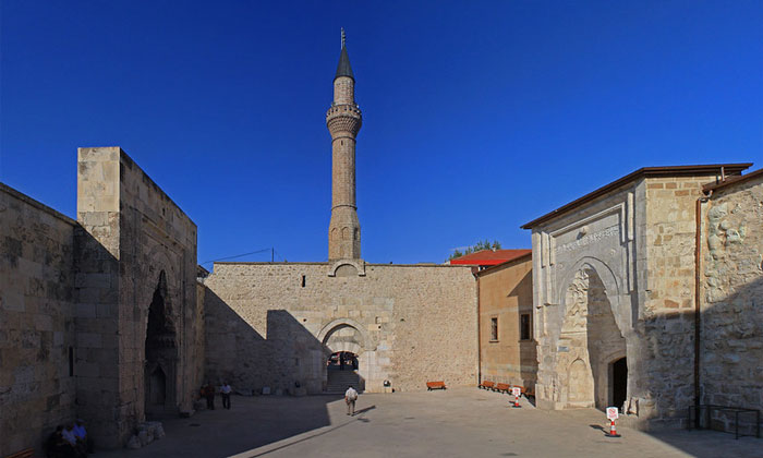 Медресе Дюндар Бея и мечеть Эгридира