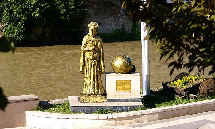 Памятник Страбону в Амасье