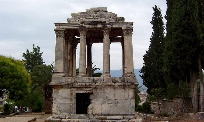 Римская гробница Гюмюшкесен в Миласе