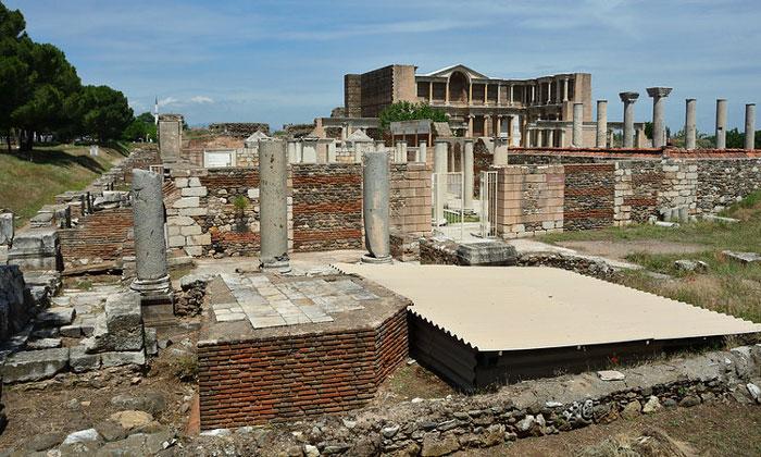 Руины Сардиса