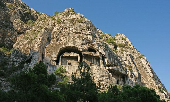 Скальные гробницы Амасьи
