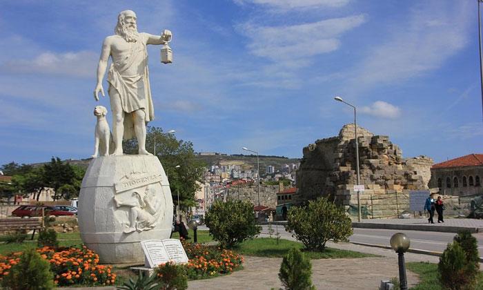 Статуя Диогена в Синопе