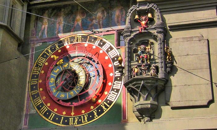 Астрономические часы с колоколами Часовой башни Берна