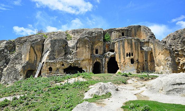 Церковь в скале Аязини