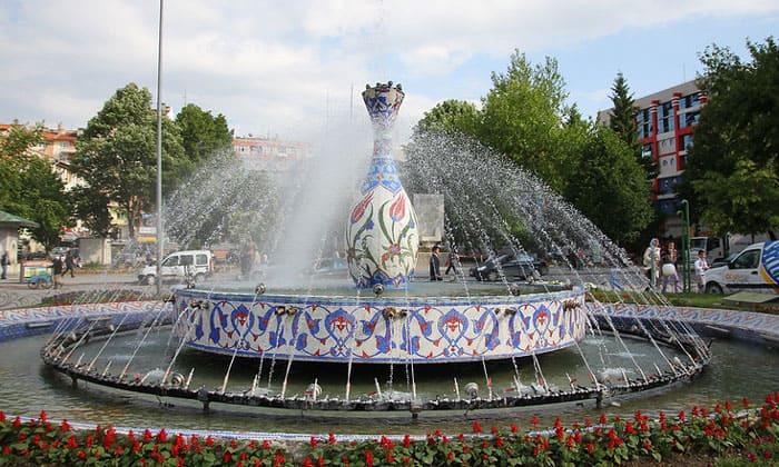 Экстравагантный фонтан Кютахьи