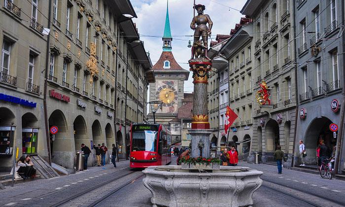 Фонтан Стрелок (Schützenbrunnen) в Берне