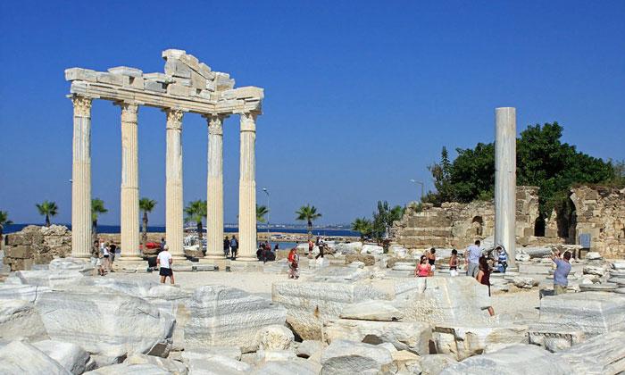 Остатки храма Аполлона в Сиде
