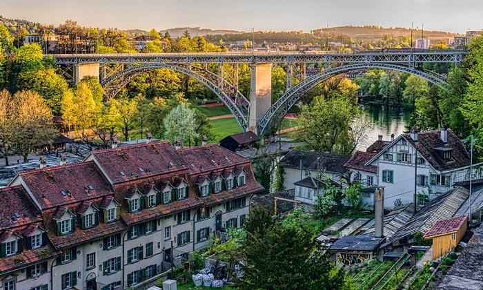 Железнодорожный мост Kirchenfeldbrucke в Берне