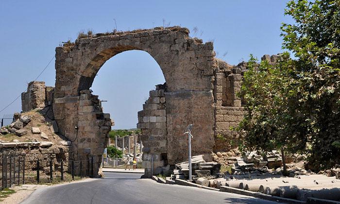 Монументальные ворота Сиде