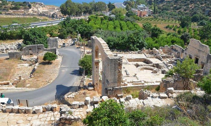 Руины античного города Элаюсса Себасте в Турции