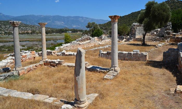 Остатки церкви Андриаке