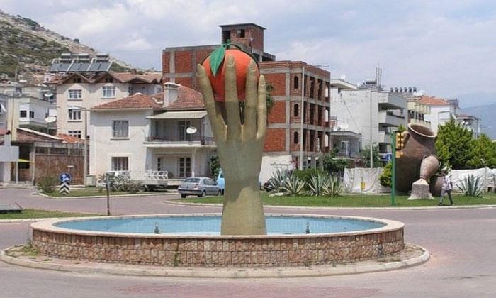 Памятник апельсину в Финике