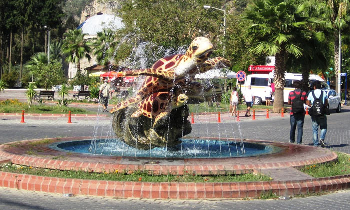 Памятник черепахе в Дальяне