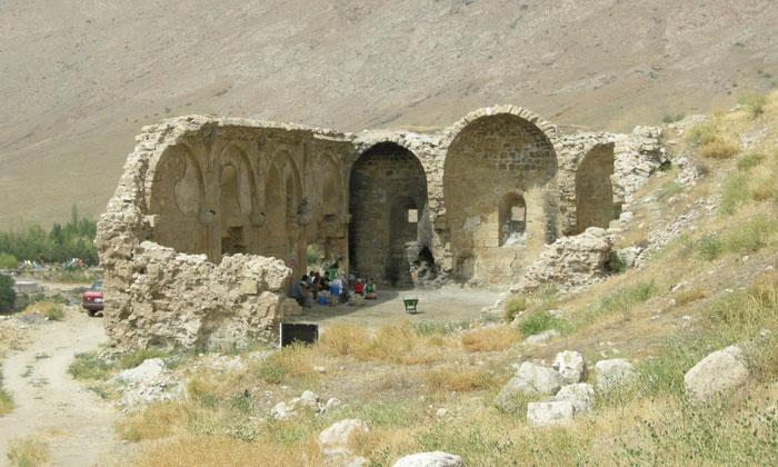 Руины Византийской церкви в Дивриги