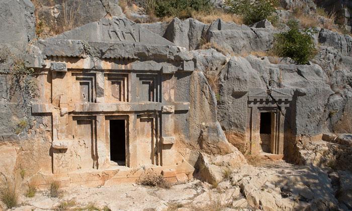 Скальные гробницы Миры