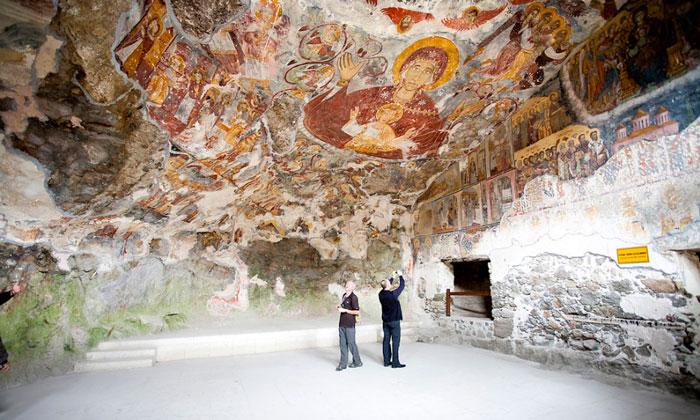 Внутреннее убранство монастыря Панагия Сумела