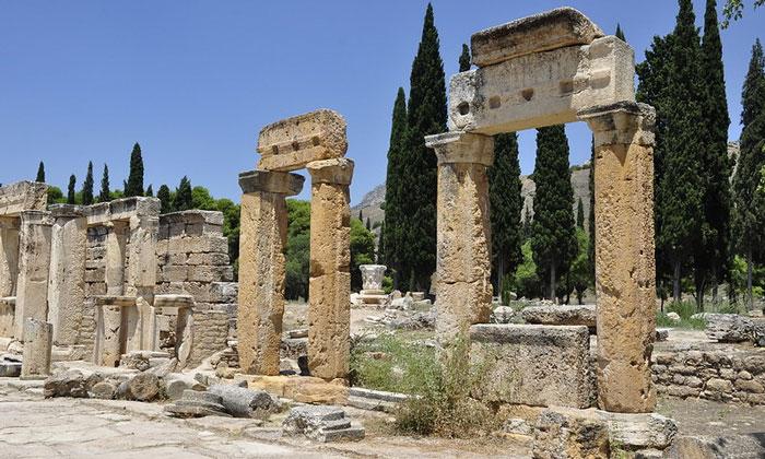 Улица с колоннами Гиераполиса