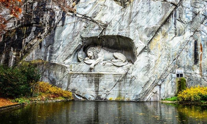 Памятник «Умирающий Лев» в Люцерне