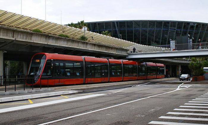 Городской трамвай из аэропорта Ниццы