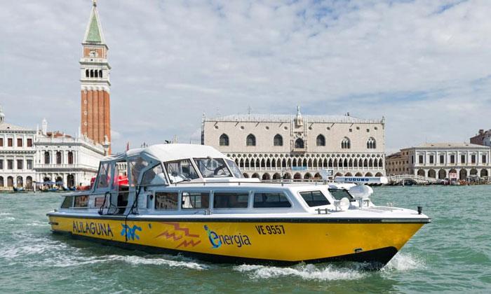 Катер Alilaguna из аэропорта Марко Поло в Венецию