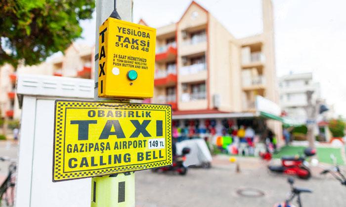 Кнопка вызова местного такси в Анталии