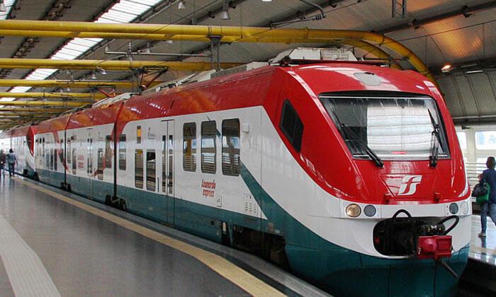 Поезд Леонардо-экспресс из аэропорта Фьюмичино в Рим