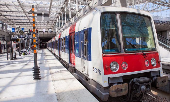 Поезд RER из аэропорта Шарль-де-Голль (Руасси) в Париж