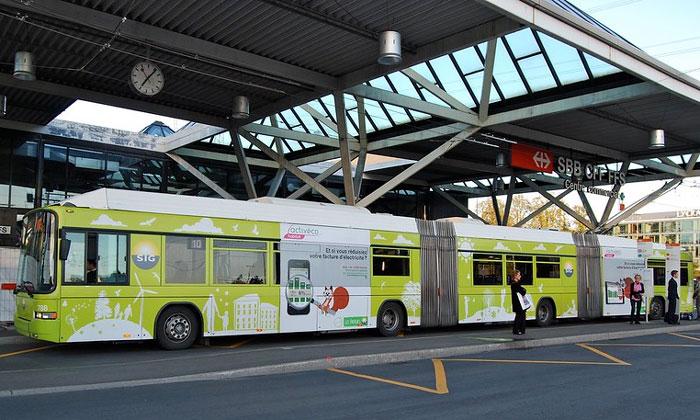 Муниципальный автобус из аэропорта Женевы
