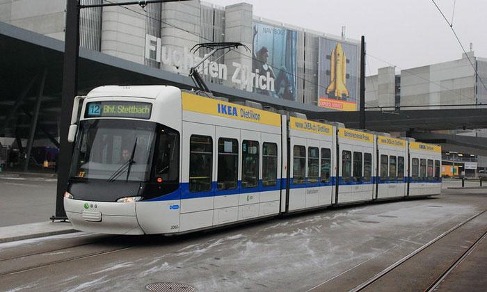 Городской трамвай из аэропорта Клотен в Цюрих