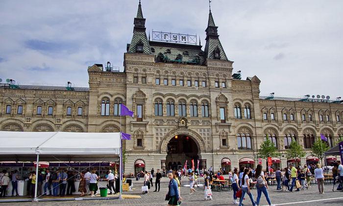 Главный универсальный магазин (ГУМ) в Москве