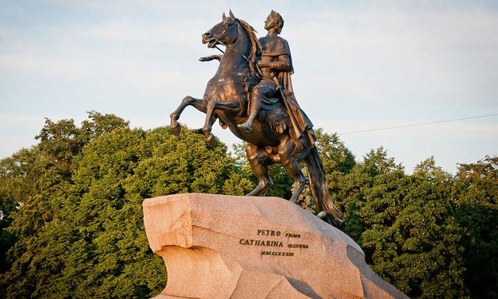 Медный всадник – памятник Петру I в Санкт-Петербурге