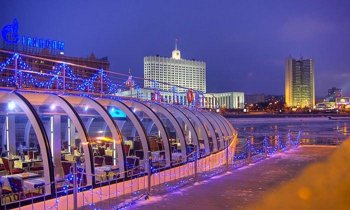 Прогулочный ледокол в Москве