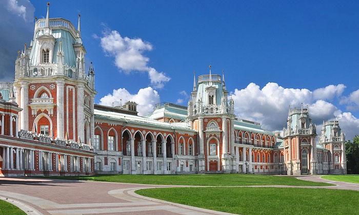 Дворец и парк Царицыно в Москве