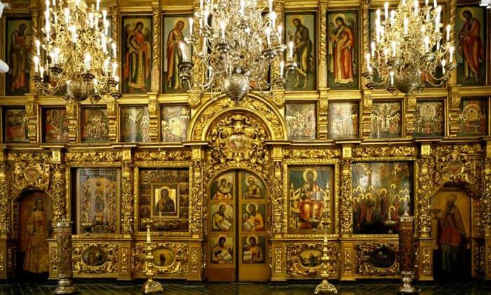 Иконостас церкви 12 апостолов Кремля в Москве
