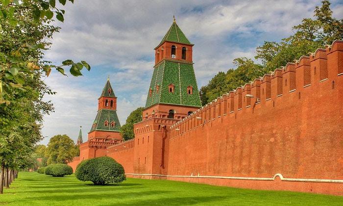 Кремлёвские стены в Москве
