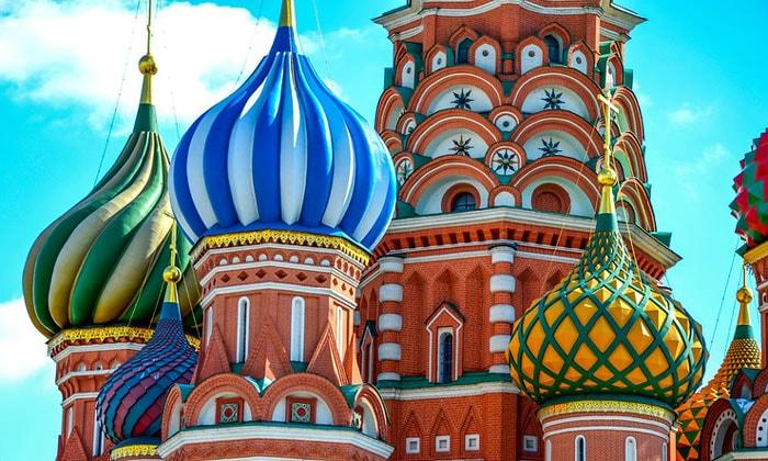 Луковичные главы собора Василия Блаженного в Москве