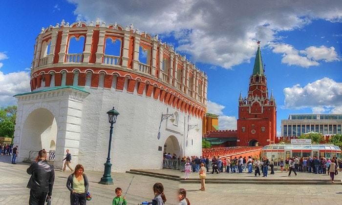 Кутафья и Троицкая башни в Москве