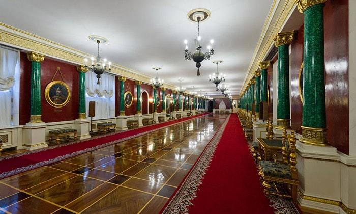 Малахитовый зал дворца Московского Кремля