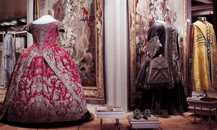 Маскарадные платья и костюмы Оружейной палаты Кремля