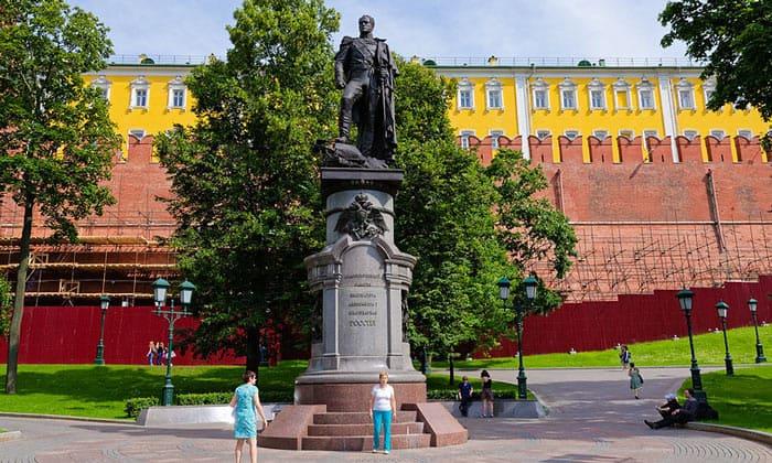 Памятник Александру I в Москве